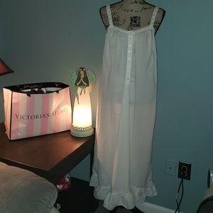 New VS Romantic White Cotton Eyelet Lace Nightgown